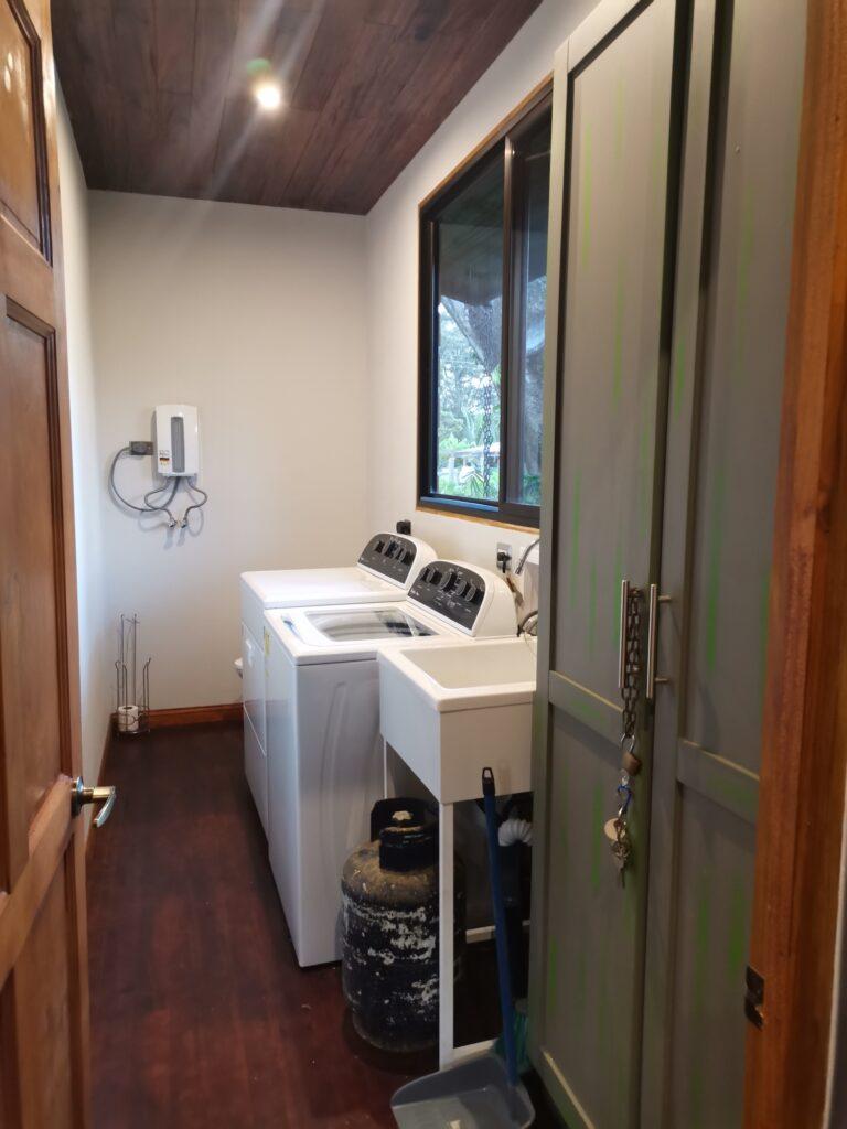 casa-florida-laundry-room
