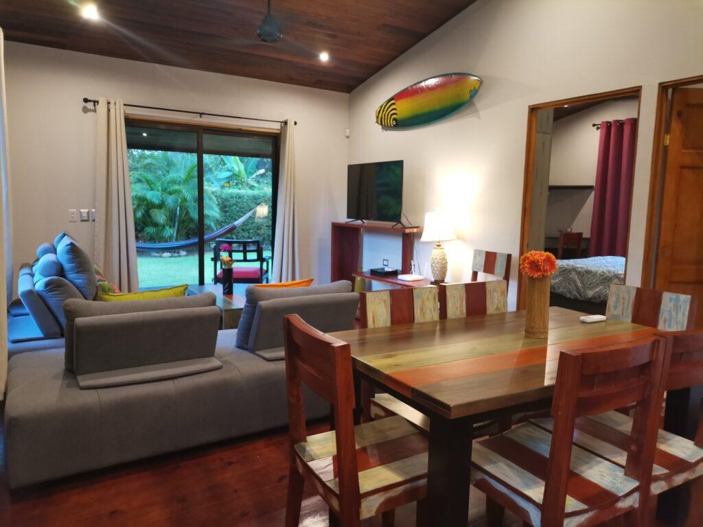 casa-florida--main-living-space