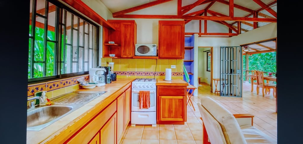 lu-dawson-property-management-costa-rica-casa-rose-home-for-rent-dominical-apartment-kitchen