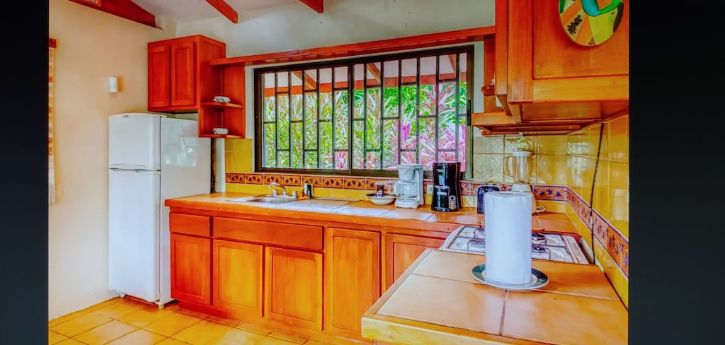 lu-dawson-property-management-costa-rica-casa-rose-home-for-rent-dominical-second-kitchen