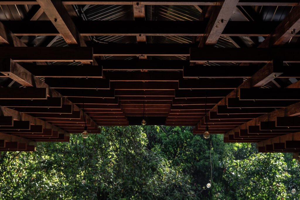 Roofing details at Akka Institute in Costa Rica - Architectura Proponiendo Ideas en el Sur